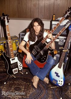 Geddy Lee of RUSH is insanely talented as lead singer, bass player and keyboardist. Rock And Roll Bands, Rock N Roll Music, Iron Maiden, Getty Lee, Rush Geddy Lee, Heavy Metal, Rickenbacker Bass, Rush Band, Neil Peart