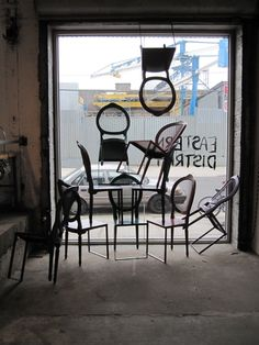 cool store window - clever chair display
