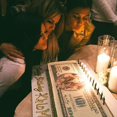 kylie jenner, khloe kardashian, and kourtney kardashian image Koko Kardashian, Estilo Kardashian, Kardashian Jenner, Kardashian Style, Princess Birthday, Girl Birthday, Birthday Wishes, Happy Birthday, Kylie Jenner