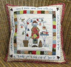 Anni Downs... Applique Cushions, Sewing Pillows, Wool Applique, Applique Quilts, Embroidery Applique, Patchwork Quilt, Patchwork Patterns, Anni Downs, Sewing Crafts