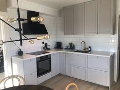 """@sara_patrik_ on Instagram: """"Kök  #ikea #lerhyttan #lerhyttanljusgrå #kök"""" Ikea Kitchen, Kitchen Interior, Kitchen Design, Kitchen Ideas, Ikea Cabinets, Kitchen Cabinets, New Homes, Modern, Corridor"""