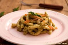 Pasta salmone e pesto di basilico