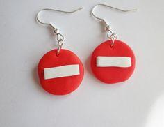 boucle d oreille panneau sens interdit fimo rouge et blanc : Boucles d'oreille par fimo-relie