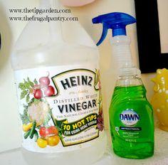 TIP GARDEN: 2 Ingredient Bathroom Cleaner