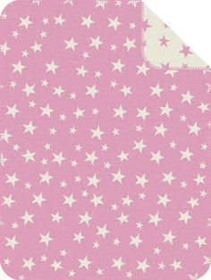 Für Klein und Groß kommt die Wohndecke »Star Mix« zu Ihnen nach Hause. Das Design zeichnen viele kleine und größere Sterne aus, die sich auf der ganzen Decke verteilen. Die Jacquard Decke ist aus einem Baumwoll-, Polyacryl-, Polyester-Mix gefertigt und besonders pflegeleicht. Nach der Wäsche in der Maschine können Sie die Decke einfach im Trockner trocknen. Einen schönen Abschluss der Deckenrän...