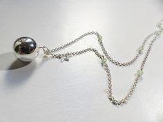 Bola de grossesse de couleur argenté : Collier par mademoiselle-topaze-bijoux