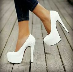 60 Trending Fall Street Style Outfit Ideas To Upgrade Your Wardrobe - Louboutin blanche femme Prom Heels, Pumps Heels, Stiletto Heels, Glitter Heels, Sexy Heels, Homecoming Heels, High Heels For Prom, Super High Heels, Flats