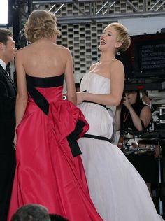 Taylor and Jennifer at the Golden Globes Red Carpet