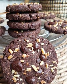 Cookies chocolat-noisettes et sarrasin sans gluten, sains et vegan – By Flora B Cookie Recipes From Scratch, Easy Cookie Recipes, Oreo Dessert, Cookies Sans Gluten, Desserts With Biscuits, Star Food, Cake Mix Recipes, Chocolate Chip Oatmeal, Healthy Cookies