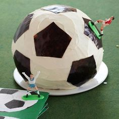 With the World Cup in full swing, everyone has soccer on the mind! We've rounded up 10 of our favorite DIY soccer crafts and party ideas!