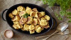 Vím, nemá to s klasickým italským receptem na vařené mazlavé bramborové gnocchi nic společného, ale chutná to vážně skvěle! Vyzkoušejte sami.