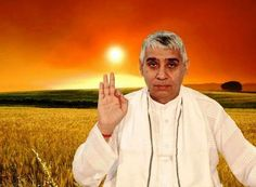 The owner of an empire worth Rs. 100 crores, his story is no different from the stories of other such purported saints of India. Today he is known as Jagatguru Sant Rampal Ji Maharaj. Kabir Quotes, Hindu Worship, Saints Of India, Allah God, News Around The World, God Pictures, Kundalini Yoga, Spiritual Quotes, Spirituality