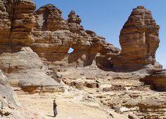 Das Ennedi Massiv, Bizarre Felsformationen, Explore Chad Destinations, Holiday Travel, Mount Rushmore, Natural Beauty, Explore, Mountains, Nature, Globe, Heaven