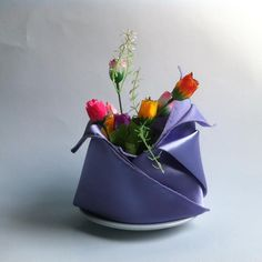 DIY Wedding Crafts : DIY Fold Dinner Napkins with Flowers