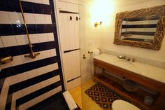 beach housey black and white shower tiles laid in a horizontal stripe pattern...