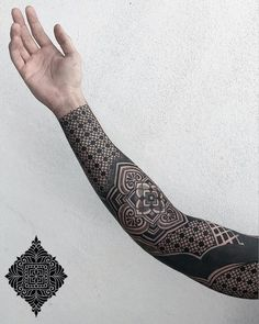 A comprehensive guide to negative space tattoos: styles, desings, upkeep and negative space tattoo artists. Geometric Tattoo Pattern, Geometric Sleeve Tattoo, Pattern Tattoos, Mandala Tattoo Men, Tattoo Diy, Hand Tattoo, Blackout Tattoo, Black And Grey Tattoos, Tattoo Black