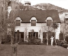 Carole Lombard's home, decorated by the (equally) legendary Billy Haines. 1934. From Architectural Digest.