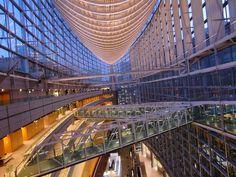 東京国際フォーラムの連絡通路。