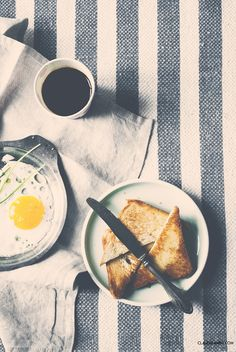 toasted bread and black coffee Black Coffee, Food Photography, Brunch, Toast, Bread, Breakfast, Ethnic Recipes, Breakfast Cafe, Brot