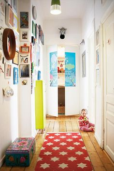 Love this hallway! This is how all those beautiful drawings my babies create should be displayed!