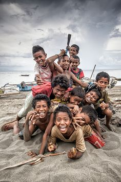 Children Of The World Photography Happiness Faces Ideas Beautiful Smile, Beautiful World, Beautiful People, Kids Around The World, People Around The World, Precious Children, Beautiful Children, Feral Heart, Afrique Art