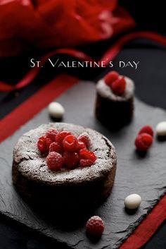 今年は忘れずに作りました。 (*^ ^*)v ガトーショコラってとってもバレンタインらしいですよね♪ (去年はやっつけ仕事をし... Valentines Sweets, Cute Desserts, Brownie Cake, Dessert Bread, Love Cake, Chocolate, Cake Decorating, Food Photography, Good Food