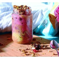 Marbled rainbow smoothie: coloured with beetroot juice, moringa powder and berries!