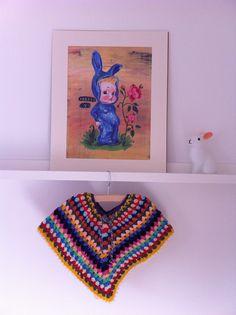 W!MKE - DIY poncho kids Poncho Shawl, Crochet Poncho, Knitted Shawls, Diy Crochet, Crochet Things, Little Girl Outfits, Little Girls, Kids Outfits, How To Start Knitting