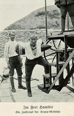 Corporal Seyit Ali carried 215 kg artillery shells thrice up to the gun with an immense level of strength during the critical moments of the War against the enemy warships, savaşının kritik anlarında World Of Warriors, World War I, Republic Of Turkey, Turkish People, Military Photos, Topas, Ottoman Empire, Historical Pictures, Istanbul