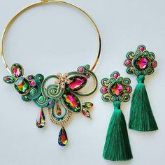 No photo description available. Bead Embroidery Jewelry, Fabric Jewelry, Etsy Jewelry, Beaded Embroidery, Soutache Necklace, Diy Necklace, Beaded Earrings, Handmade Accessories, Handmade Jewelry