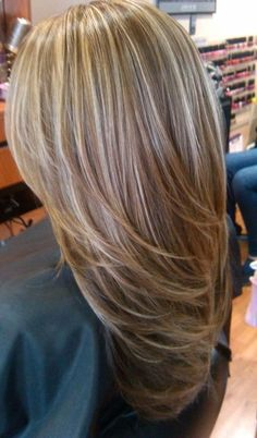 Hair Highlights - Light blonde highlights on medium brown hair Brown Hair With Highlights And Lowlights, Brown Hair With Blonde Highlights, Hair Color Highlights, Brown To Blonde, Blonde Color, Blonde Honey, Honey Highlights, Blonde Layers, Ash Brown
