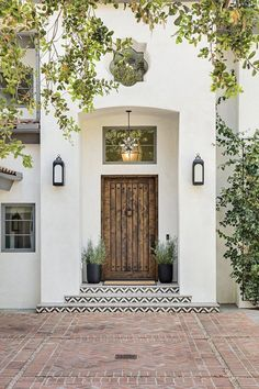 Inside a Mediterranean-Style Home That Stuns With Textured Details Design Exterior traditional home Rosa Beltran Design Mediterranean California Home Tour Mediterranean Style Homes, Spanish Style Homes, Spanish House, Mediterranean House Exterior, Mediterranean Architecture, Spanish Style Interiors, Mediterranean Front Doors, Mediterranean Living Rooms, Spanish Style Bathrooms