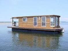 Here is a houseboat made using gal. propane tanks as flotation. Pontoon Houseboat, Houseboat Living, Pontoon Boats, Sail Boats, Shanty Boat, Floating House, Tiny House Movement, Boat Design, Boat Plans