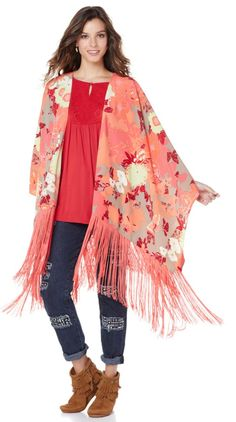 Talk about chic! This @dianegilman fringed piano shawl is on our to-buy list this season, it's a must-have in your wardrobe! You will steal the show in this beautiful print while remaining comfortable in any setting!