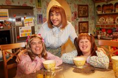 #RobbieWilliams becomes Candy Marie-Candy for a #LittleBritain USA sketch for #RedNoseDay 2009
