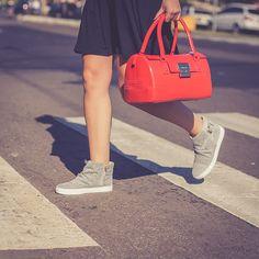 As ruas são constantes inspirações. Recrie, inove e mude sempre. www.petitejolie.com.br