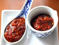 Prik Pao (Thai Chili Paste) Nam Prik Pao (Thai Chili Paste)-- a brilliant way to use up some of this year's abundant red chili harvest!Nam Prik Pao (Thai Chili Paste)-- a brilliant way to use up some of this year's abundant red chili harvest! Salsa Picante, Salsa Verde, Chutneys, Thai Cooking, Cooking Recipes, Cooking Wine, Cooking Games, Thai Recipes, Asian Recipes
