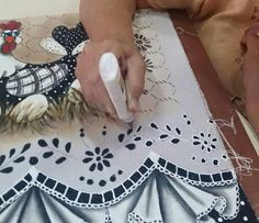 Discover thousands of images about Kika Cutwork Embroidery, Embroidery Designs, Lace Painting, Cricut Craft Room, Cut Work, Rose Art, Decoration Table, Art Tips, Needle And Thread