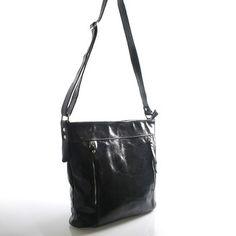 #ItalY #Bella  Konečně prostorná kožená crossbody kabelka. Kabelka je značky ItalY a v černé barvě, kůže je napůl broušená a napůl lakovaná (dalo by se říci  - žíhaná). Vypadá parádně! Zapíná se zipem, uvnitř klasika - dělený prostor kapsou na zip a postranní kapsičky. Na přední i zadní straně jsou další kapsičky na zip. Popruh je nastavitelný.
