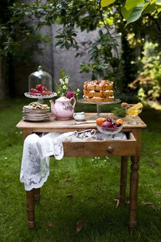 47 Ideas garden party food table afternoon tea for 2019 Vibeke Design, Afternoon Tea Parties, Afternoon Tea Table Setting, Tea Sandwiches, Deco Table, My Tea, High Tea, Tea Time, Tea Pots