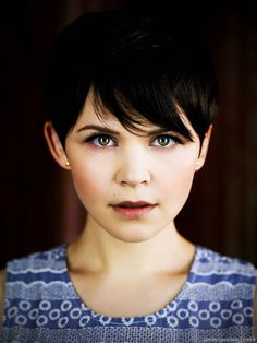 We are bring to you the great pixie cut icon for you with 20 Great Ginnifer Goodwin Pixie Hairstyles. She really loves pixie cuts and with her round face. Ginnifer Goodwin, Ginny Goodwin, Pixie Hairstyles, Cute Hairstyles, Once Upon A Time, Short Hair Cuts, Short Hair Styles, Pixie Cuts, Costume Blanc