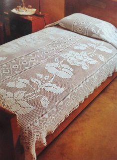 Best 12 PDF ENGLISH PATTERN Really beautiful this cover bed, I found this projet between the old things of my mother. I reproduced and re-made. x -Cotton yarn 82 oz. the cover bed make a set with a curtains, yo Filet Crochet, Crochet Doilies, Crochet Stitches, Crochet Carpet, Crochet Home, Crochet Designs, Crochet Patterns, Crochet Bedspread Pattern, Lace Bedding