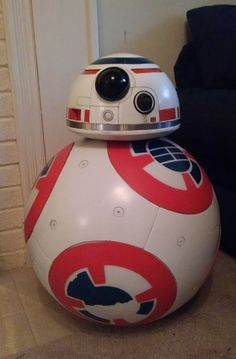 BB-8 rolling droid from the Star Wars trailer - and it actually rolls! Made by Kurt Zimmerman, who promises video soon. #bb-8 #spherobb8 #bb8 #starwars #friki