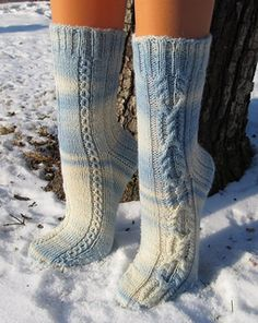 This is a bare bones sock design with just a charted pattern and simple directio. This is a bare bones sock design with just a charted pattern and simple directions, only available in German. Crochet Socks, Knitting Socks, Hand Knitting, Wool Socks, My Socks, Knitting Patterns Free, Knit Patterns, Bare Bone, Fluffy Socks