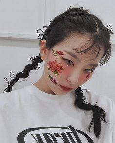 mode swag on. Asian Music Awards, Seulgi Instagram, Mode Swag, Kang Seulgi, Red Velvet Seulgi, Kpop Aesthetic, Rose, Photos, Hoop Earrings