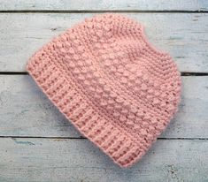 Love this Great Lakes Messy Bun Hat! Easy to follow Messy Bun Hat pattern. Crochet 365 Knit Too #messybunhat