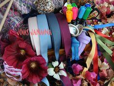 Ya está... se va terminando el verano y Jóias Janaina estrena la portada de otoño ... Con ella se clausura la estación del sol y termina también toda la colección de estuches multicolores... o casi, porque aún hay algunos en proceso y pendientes de subir al Blog y al Facebook... Ahora toca buscar ideas nuevas y ver cómo empezar a preparar la Navidad ... www.facebook.com/joiasjanaina www.joiasjanaina.blogspot.com