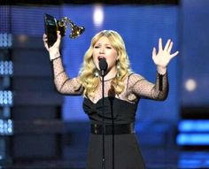 #KellyClarkson and ACM Awards news at #Examiner.com