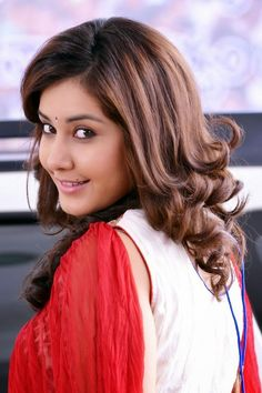 Rashi Khanna New Cute looks Stills,Rashi Khanna new hd stills gallery,Rashi Khanna new images gallery,Telugu film actress Rashi Khanna beautiful photos gallery