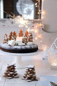 chocOlate gingerbread cake with vanilla ice cream